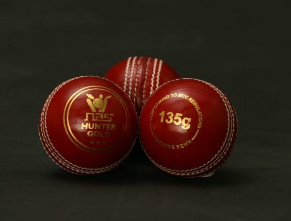 NAS Cricket Ball - Hunter Gold 135g Red 100281